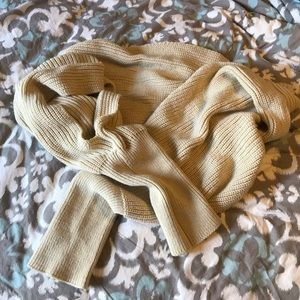SLEEVED WRAP SCARF